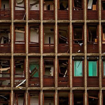 Høyblokken_etter_terrorangrepet_22._juli_2011